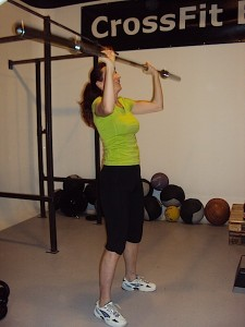 Ioana doing a shoulder press